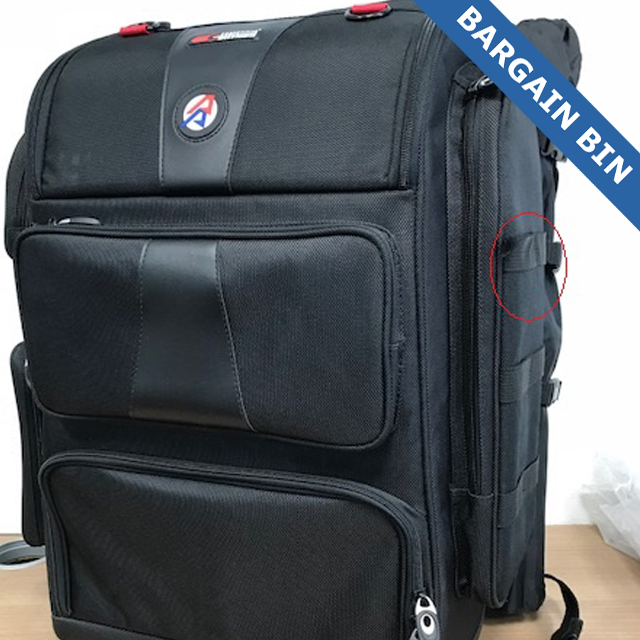 BB10219 Rangepack pro loose seem, strap on the side (not critical)